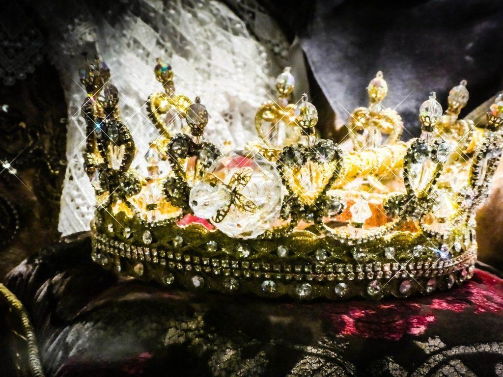 crown, gold, royal-2661334.jpg