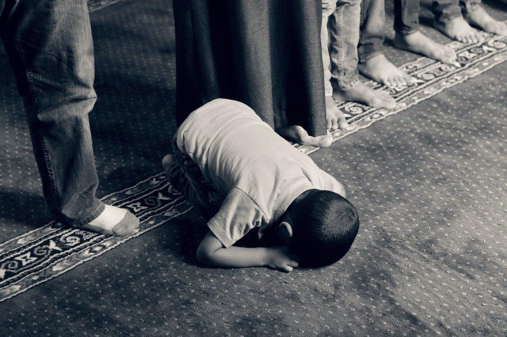 kid, praying, muslim-1077793.jpg