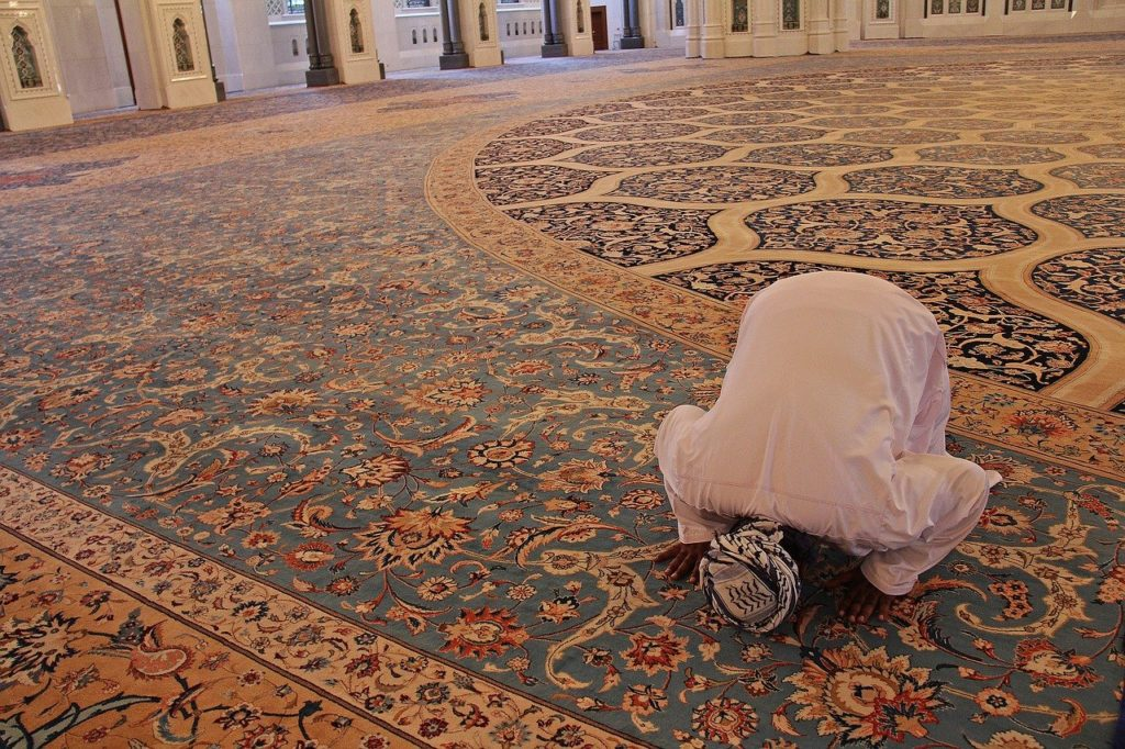 pray, prayer, carpet-3236120.jpg
